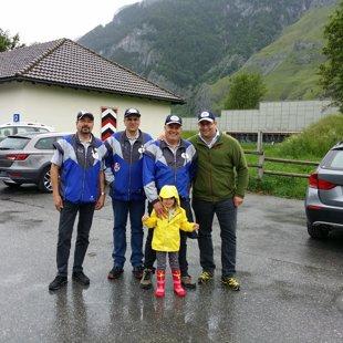 Il gruppo 25 m 2016 con mascotte